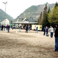 02-das-turniergelande-von-weinbergen-umgeben