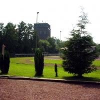 03-am-ende-des-sportplatzgelandes-mit-blick-auf-den-malakow-turm