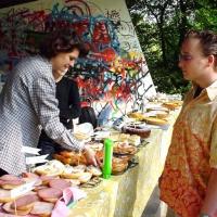 08-jorg-hoffmann-hat-die-qual-der-wahl-das-essen-war-sehr-gut-und-preiswert