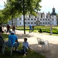 15-das-schlos-mit-dem-historischen-barockgarten-und-brunnenanlagen