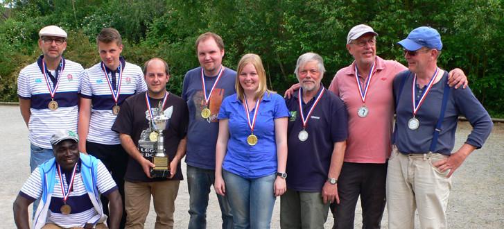 Bezirksmeisterschaft Triplette 2014 bei den Biss'n Boulern: Platz 3: Honoré, Matze, Jan-Philipp; Platz 1: Till-Vicent, Lea, Jascha; Platz 2: Hartmut, Horst, Robert